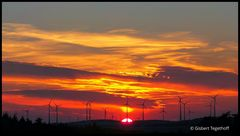 Im Zeichen der Energiewende  - Sonnenuntergang auf der Egge bei Bad Driburg