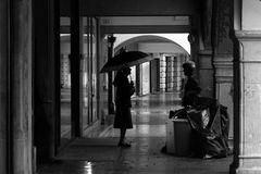 IMG_0088.1 donne al mattutino sotto i portici
