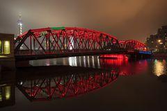 IMG_2764  WaiBaidu Bridge  rot-grün