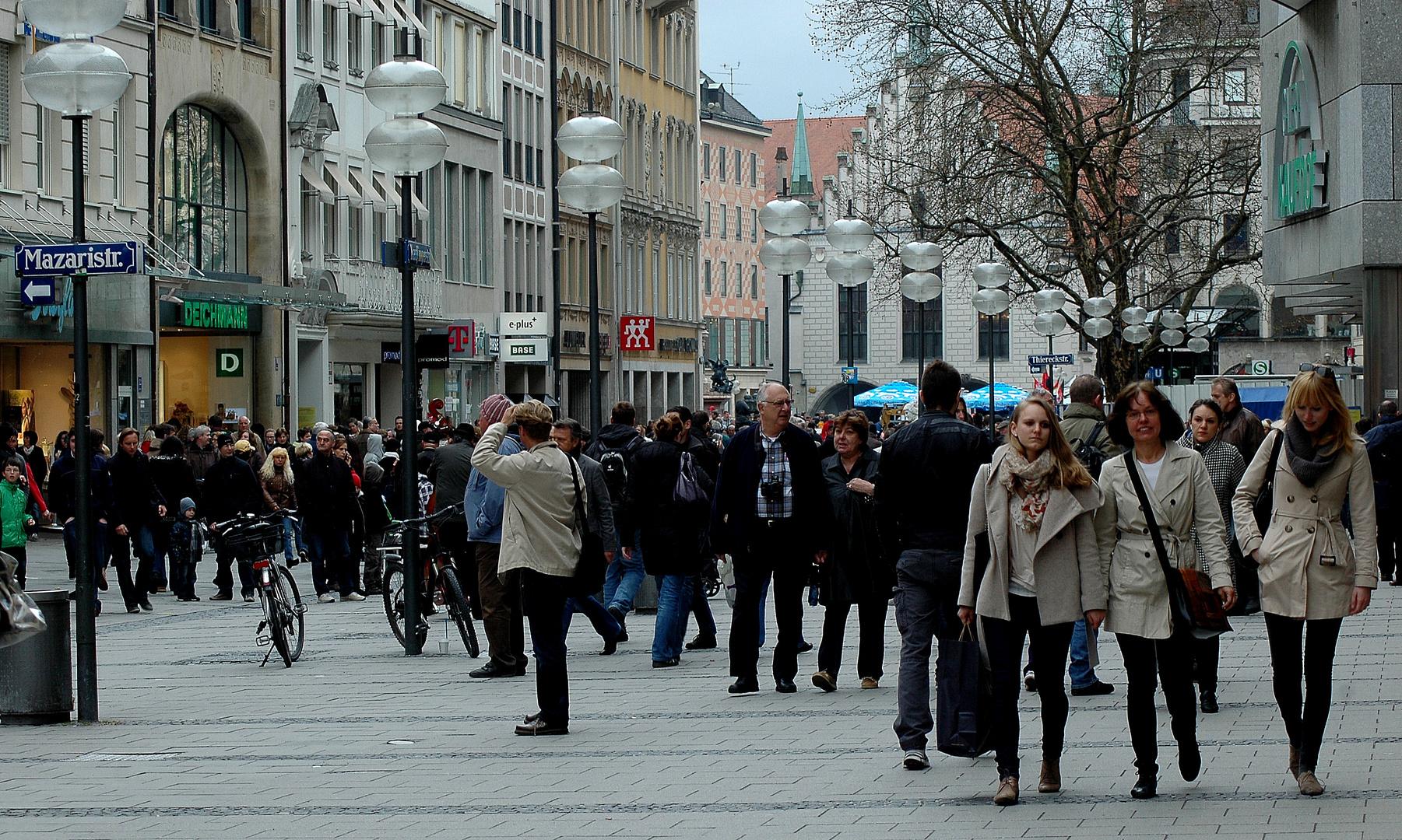 Immer viel los in der Münchner Fußgängerzone