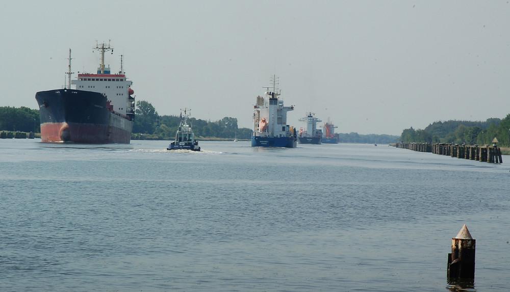 Immer was los , auf dem Kiel-Kanal.