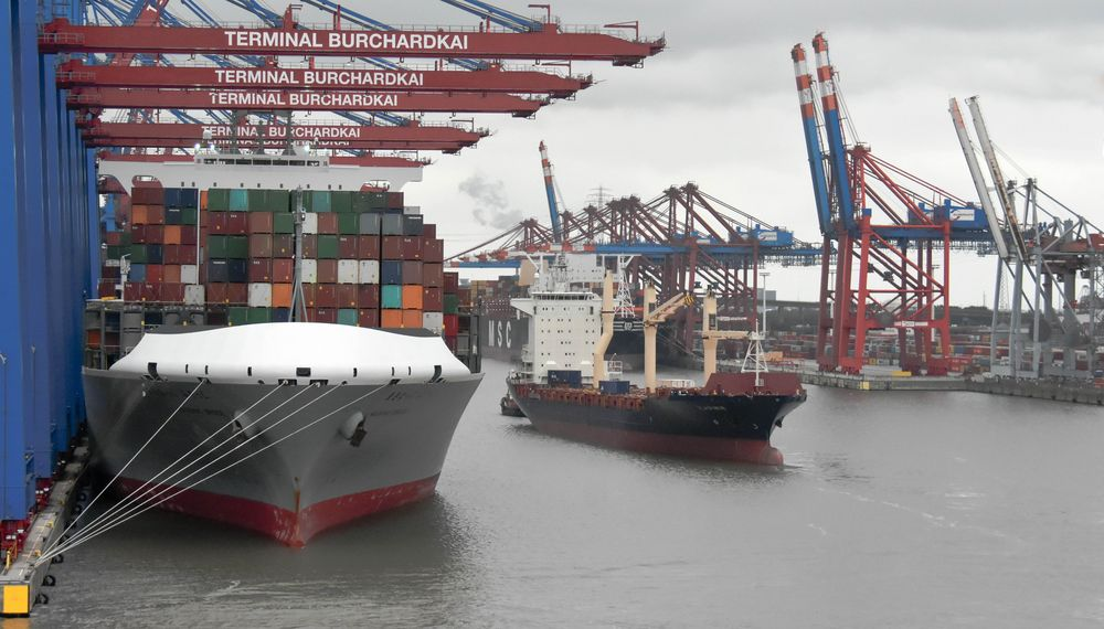 Immer was los im Hamburger Hafen