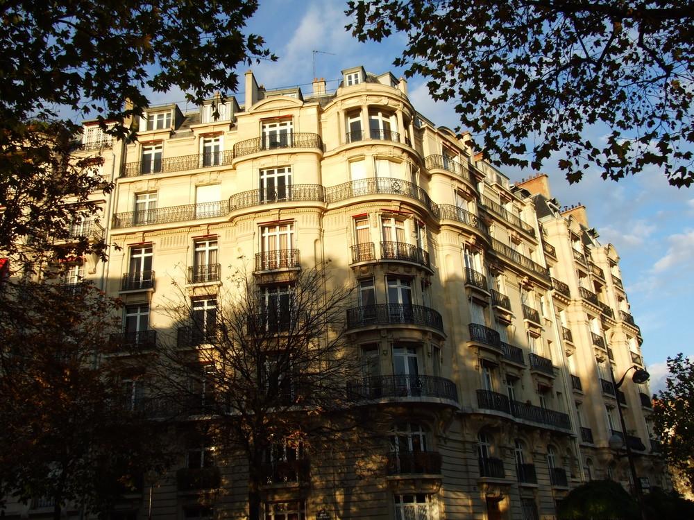 Immeuble de Paris qui a vue sur la Tour Eiffel 2