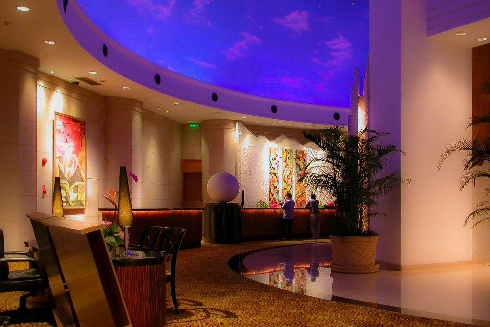 Imponierende Hotel-Empfangshalle