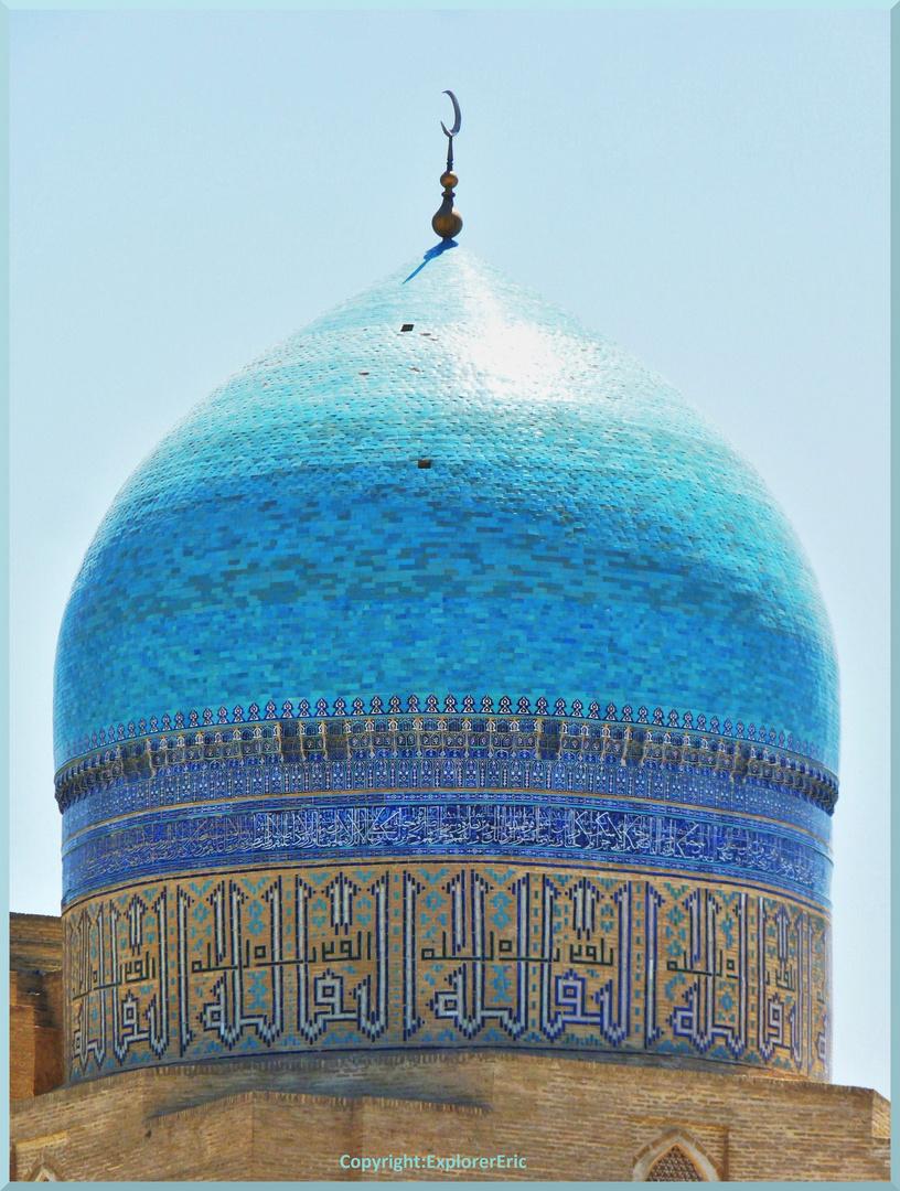 imposante  Moscheen-Kuppel in Buchara