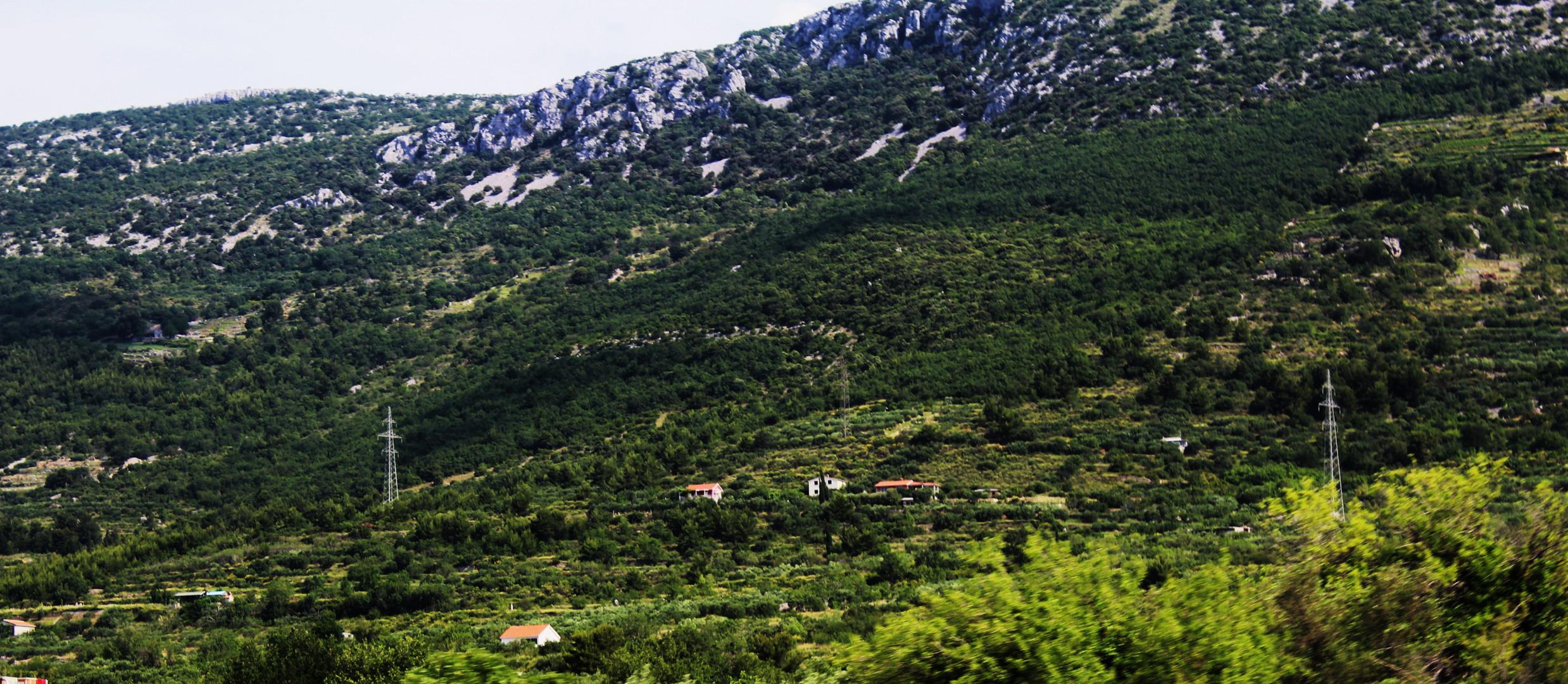 Impression Dalmatien und im Hintergrund die Berge