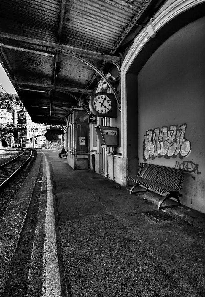 in attesa di un treno