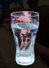 In Berlin wird ein Glas Wasser ...