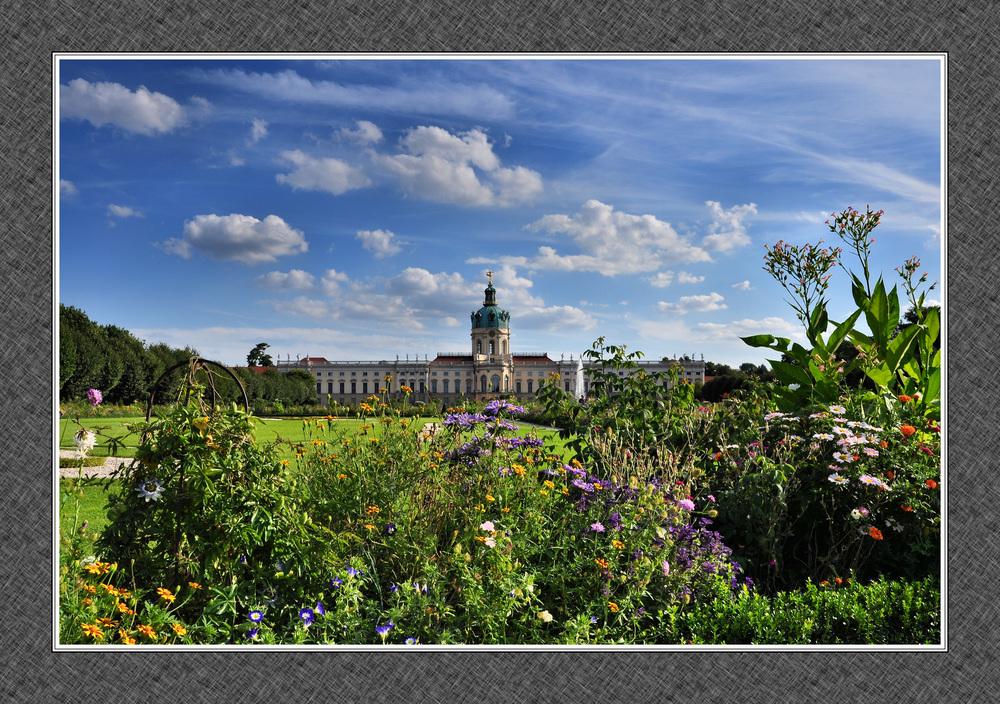 In Blumen gebettet.........., Schloss Charlottenburg