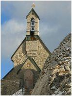In ca. 1750 m trotzt die Kirche Wind und Wetter
