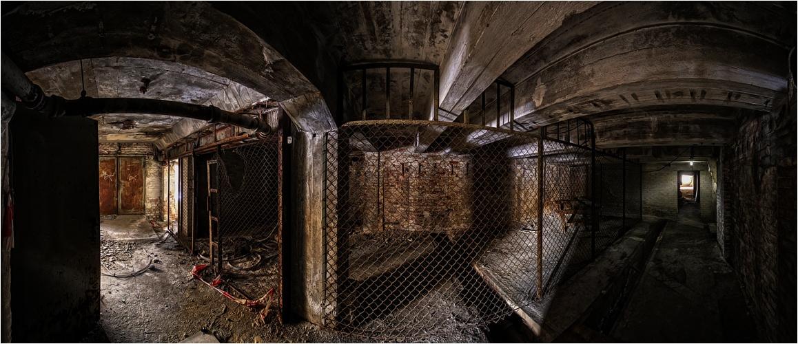 In den Kellerräumen einer...