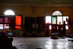 in den schlafräumen einer klosterschule, yangon, burma 2011