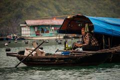 In den schwimmenden Dörfern der Halong Bucht