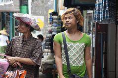 in den strassen von yangon, burma 2011