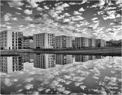 in den Wolken leben