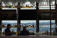 In der Bar rouge