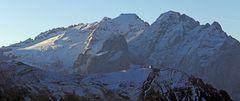 In der ersten Stunde nach dem Sonnenaufgang sah die Marmolata von derSellapasshöhe  so aus
