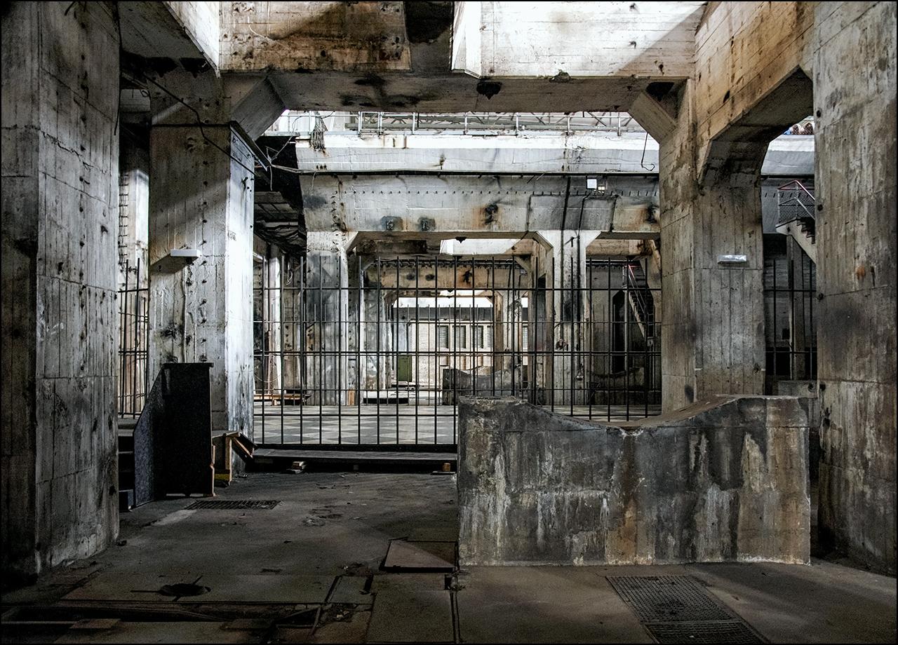 ..in der Folterkammer...