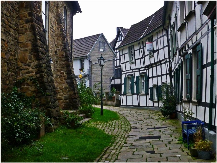 In der Hattinger Altstadt  (1)