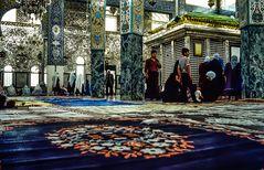 In der Moschee.   .120_4243