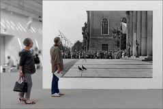 In der Roger-Melis – Fotoausstellung.