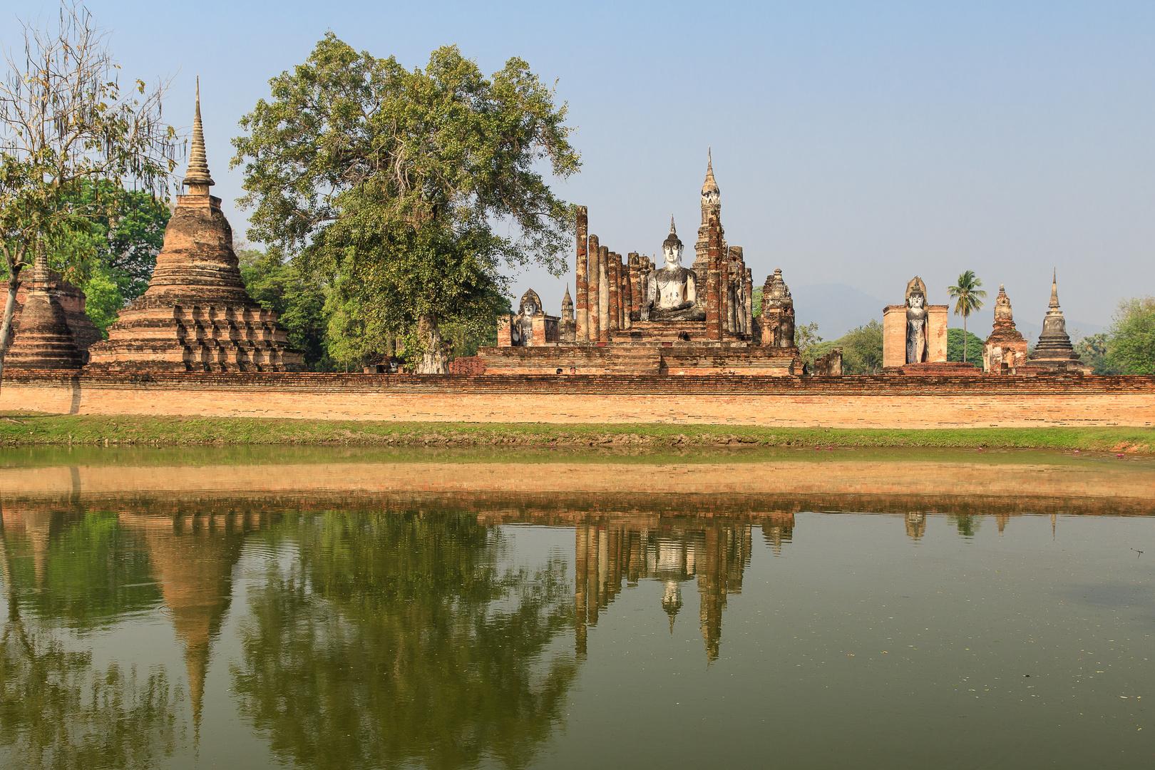 in der tempelanlage von sukhothai
