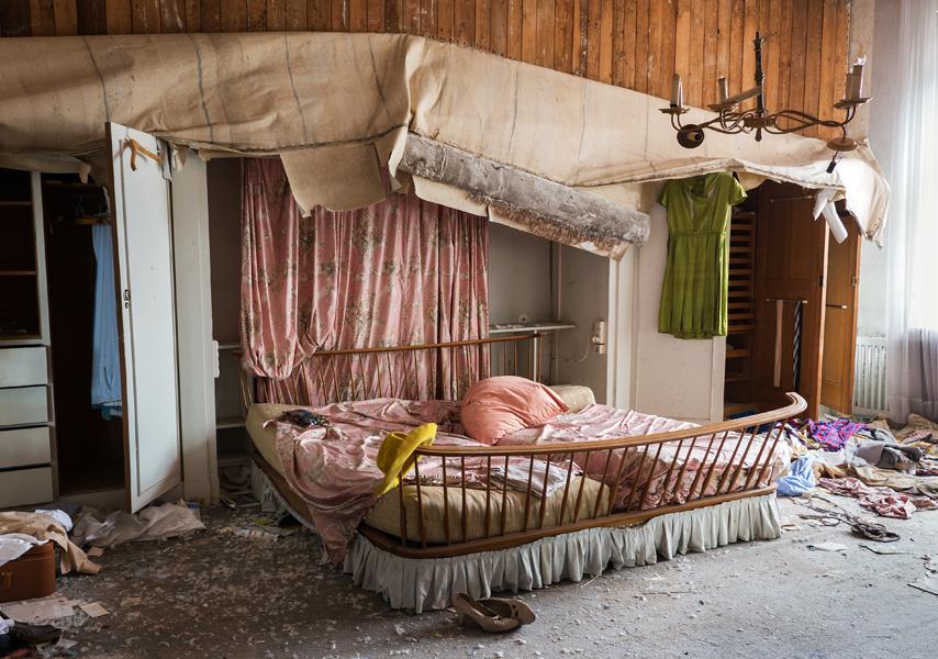 in der villa des dr pain schlafzimmer foto bild marodes specials villa bilder auf. Black Bedroom Furniture Sets. Home Design Ideas