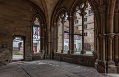 in der Vorhalle der Klosterkirche