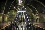in die Tiefen der neuen U-Bahn-Haltestelle Heumarkt ....
