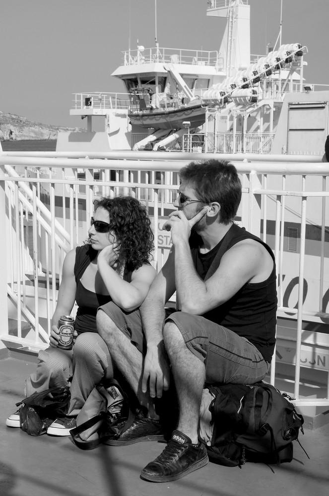 in einem Boot sitzen