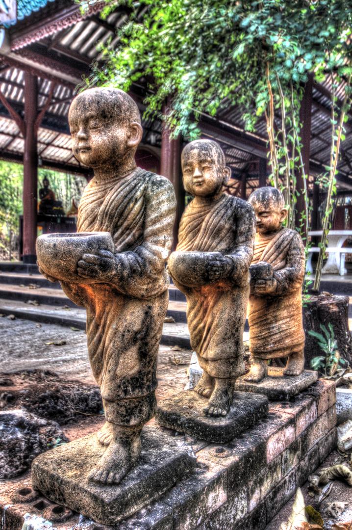 In einen alte Tempel in Tom Pha Phum