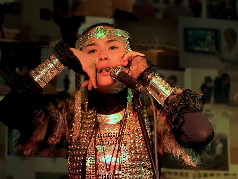 In einer anderen Welt - eine Musikerin von Ayarkhaan