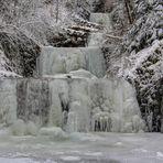 In Eis erstarrte Wasserstufen