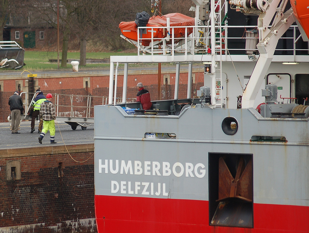In Kiel führt man die Schiffe an der Leine
