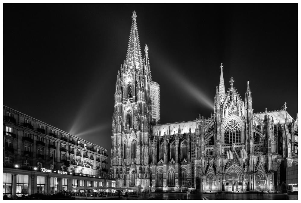 In Köln erstrahlend