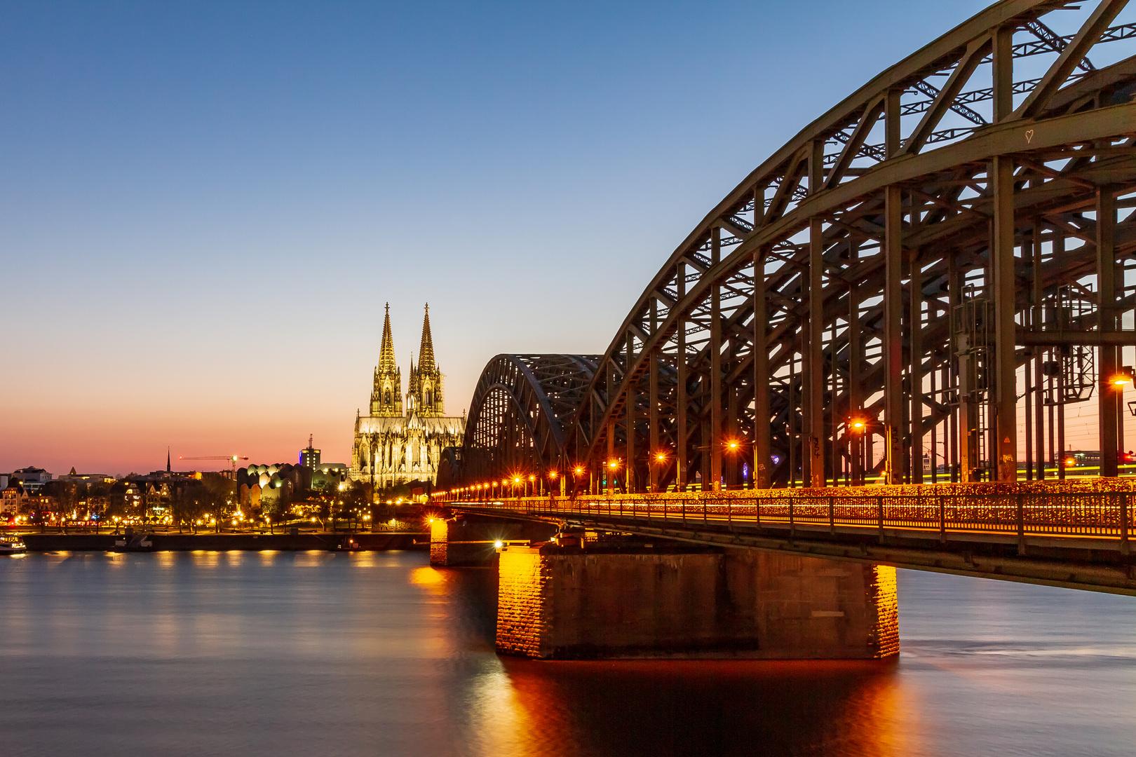 In Köln ist nicht nur der Himmel blau