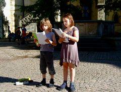 °°° In Meissen vor dem Brunnen - Gesang und Flöte - Zwei Theaterkinder ganz große Klasse °°°