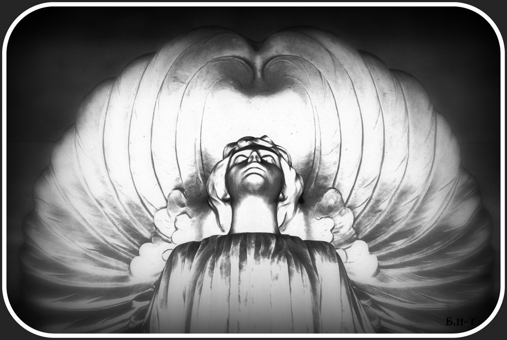 in sich versunkener Engel in Bologna