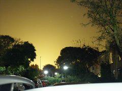 In vielen Gegenden Hollands ist nachts der Himmel gelb!