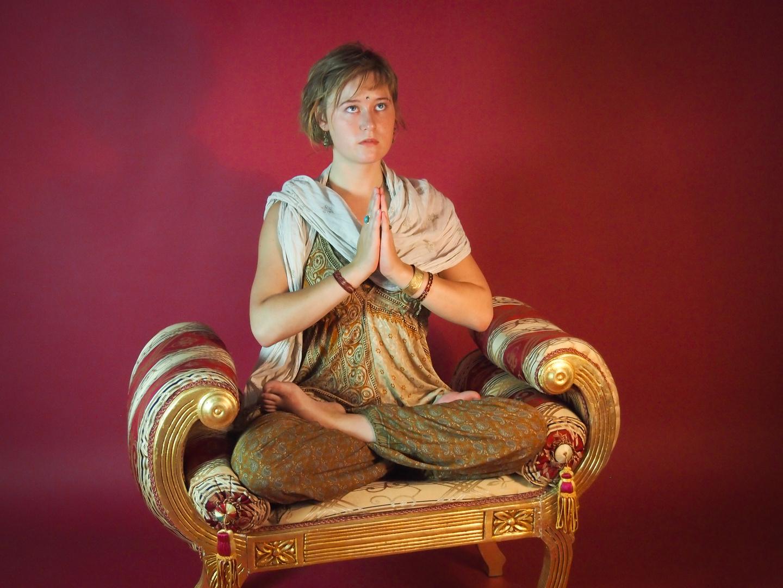 Indische Meditation - Gebet im Schneidersitz