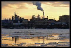 Industrie am Fluss
