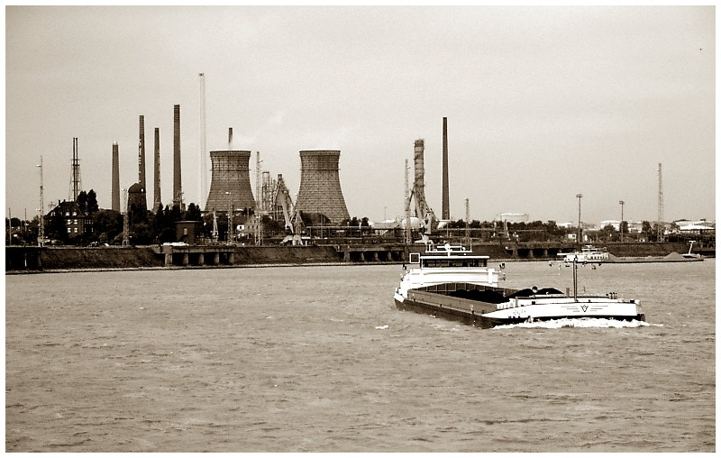 Industrie am Rhein (Wesseling)