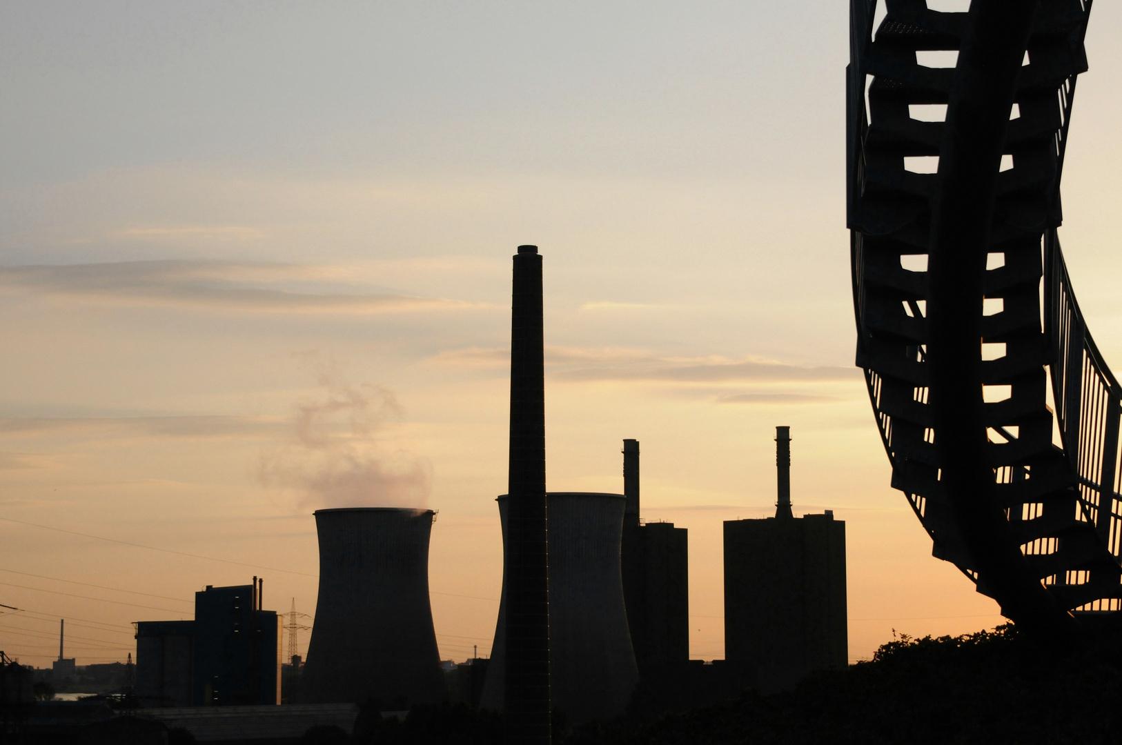 Industrie im Abendlicht . . .
