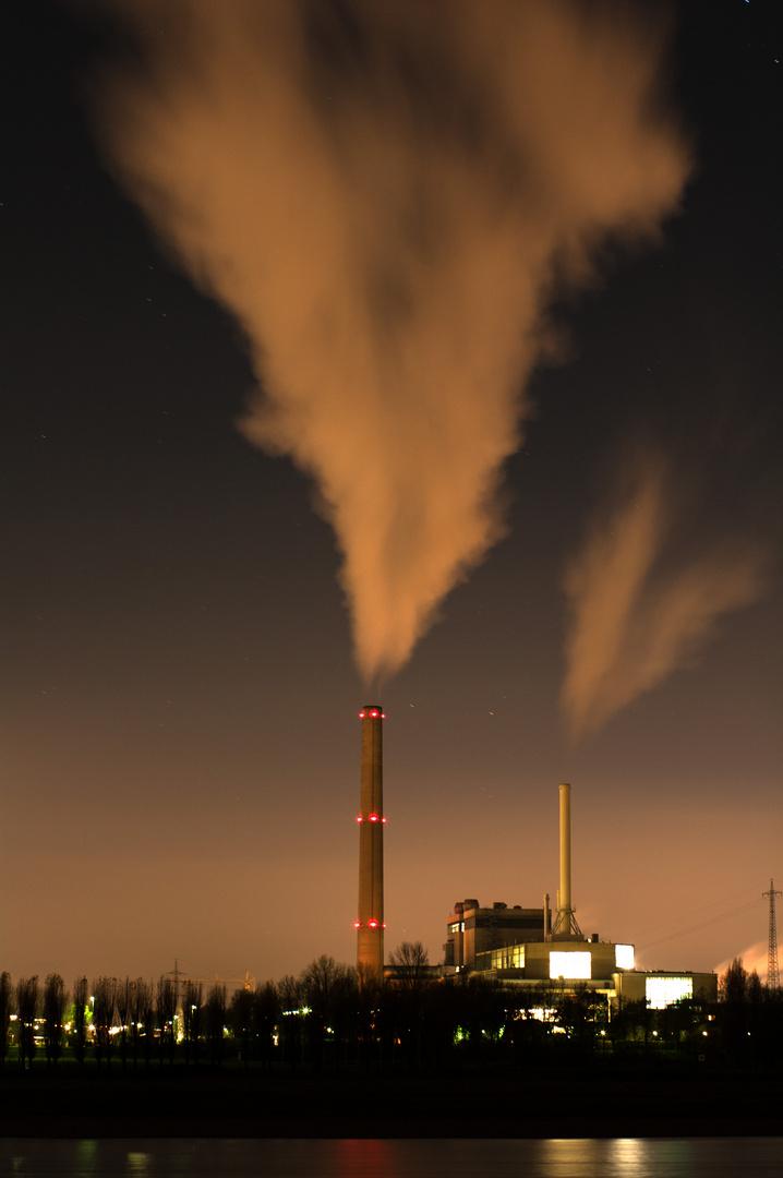 Industriehafen Düsseldorf bei Nacht