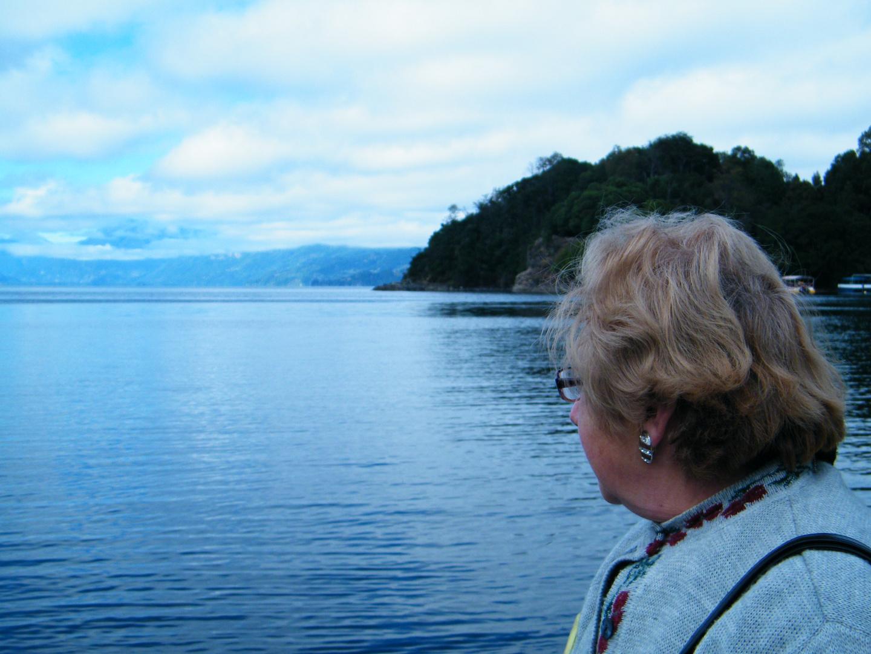 Ines Junto al Lago Calafquen