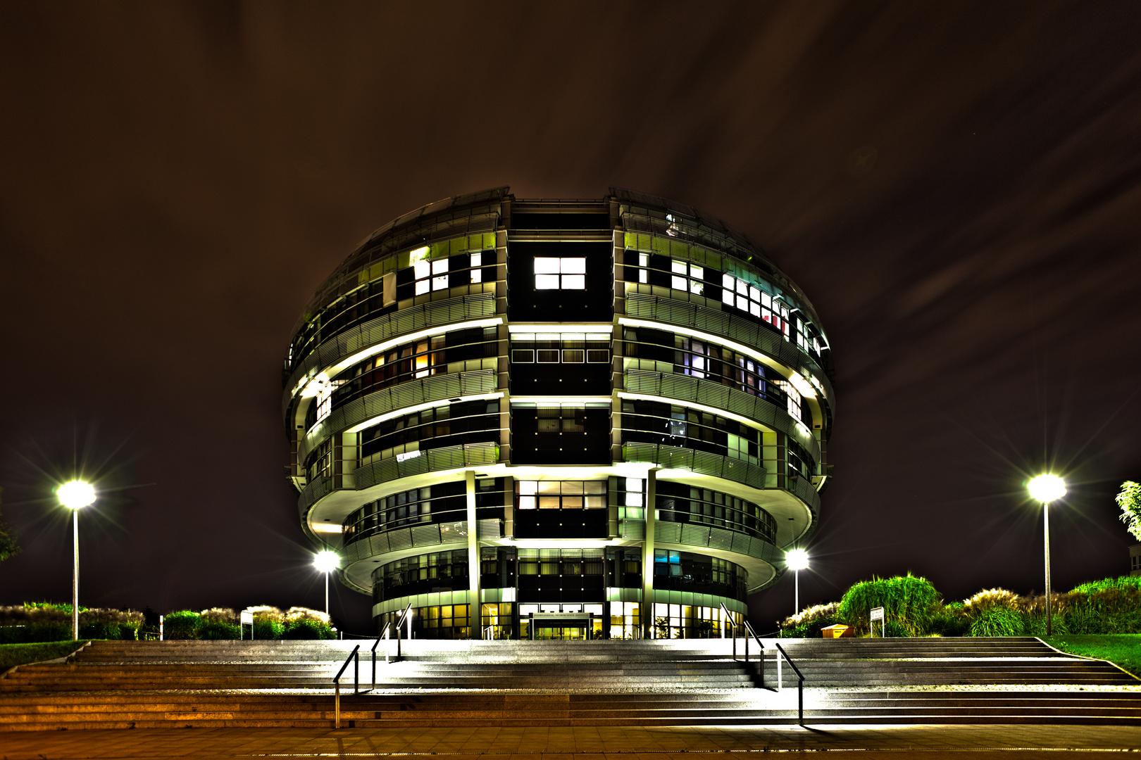 INI International Neuroscience Institute Neurologiezentrum in Hannover bei Nacht als HDR
