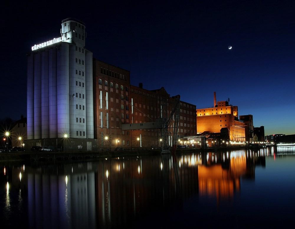 Innenhafen Duisburg II - Küppersmühle bei Nacht