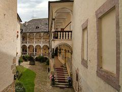 Innenhof Burg-Strechau ...