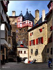 Innenhof der Burg Eltz in Münstermaifeld