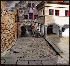 Innenhof der Burg Eltz in Münstermaifeld II